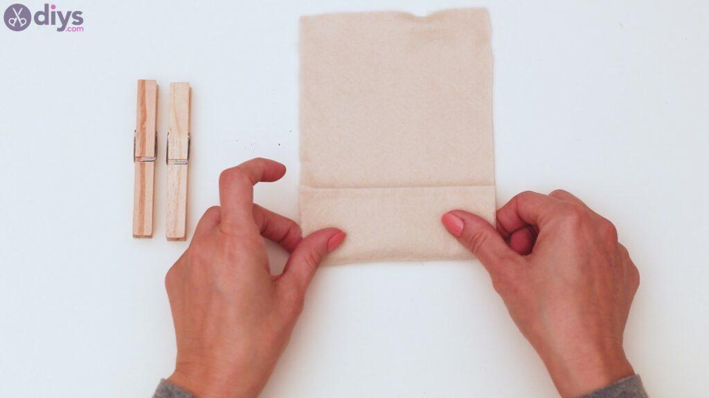 Felt card holder steps (1)