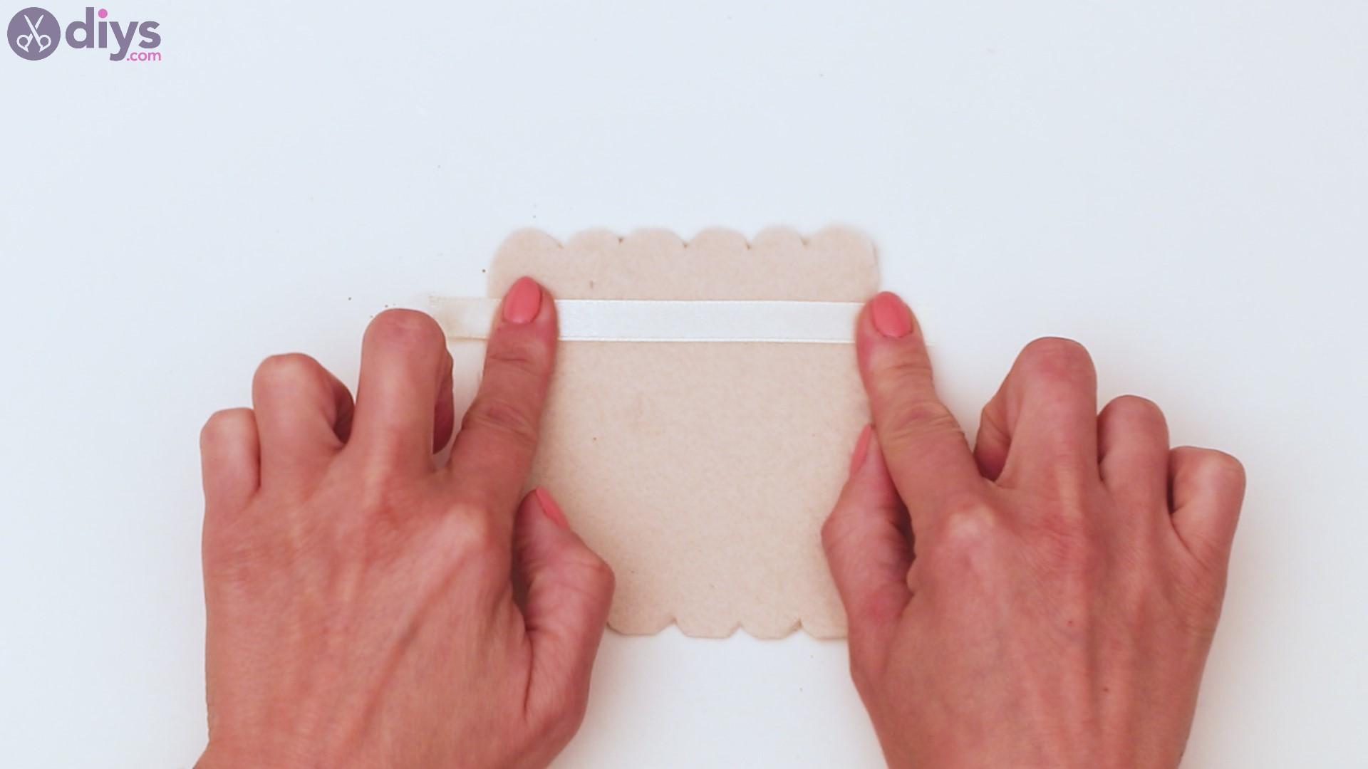 Felt card holder steps (17)