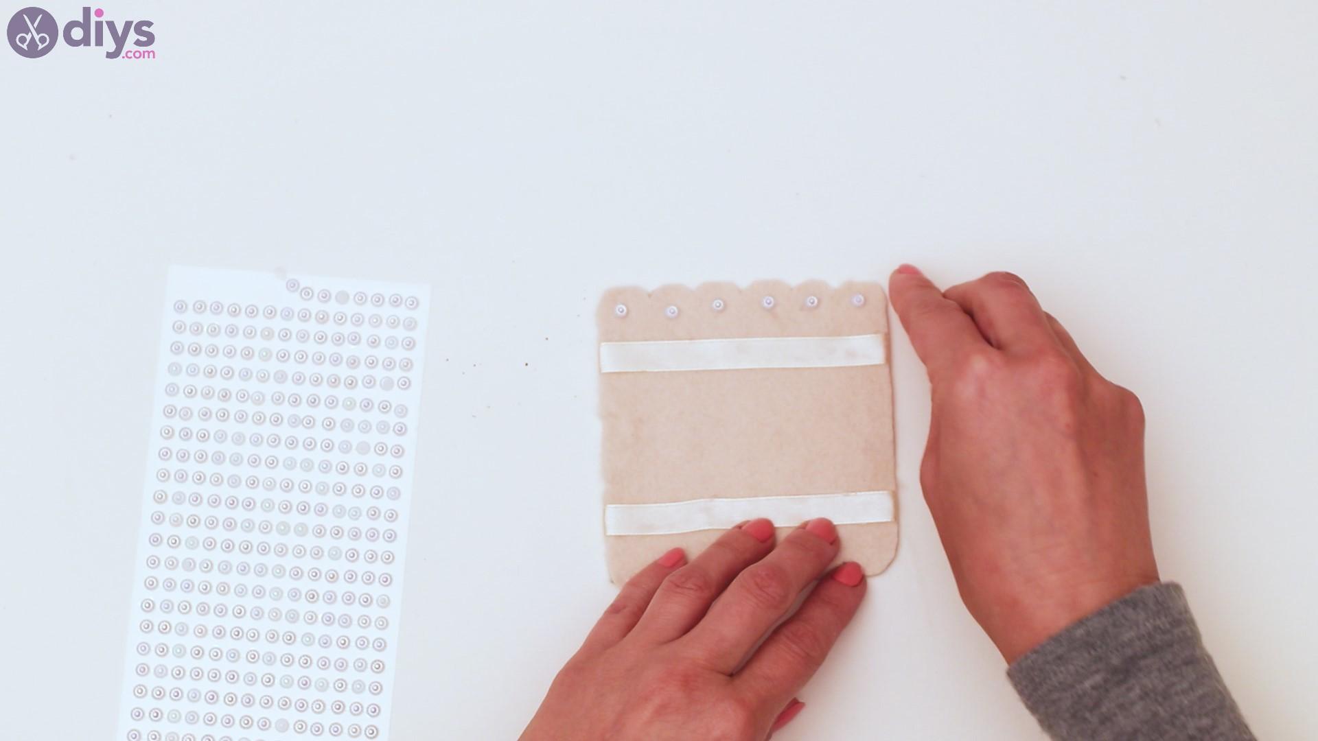 Felt card holder steps (23)