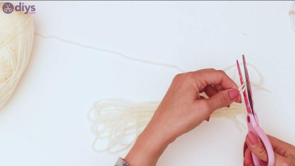 Hoop and yarn wall hanging steps (12)