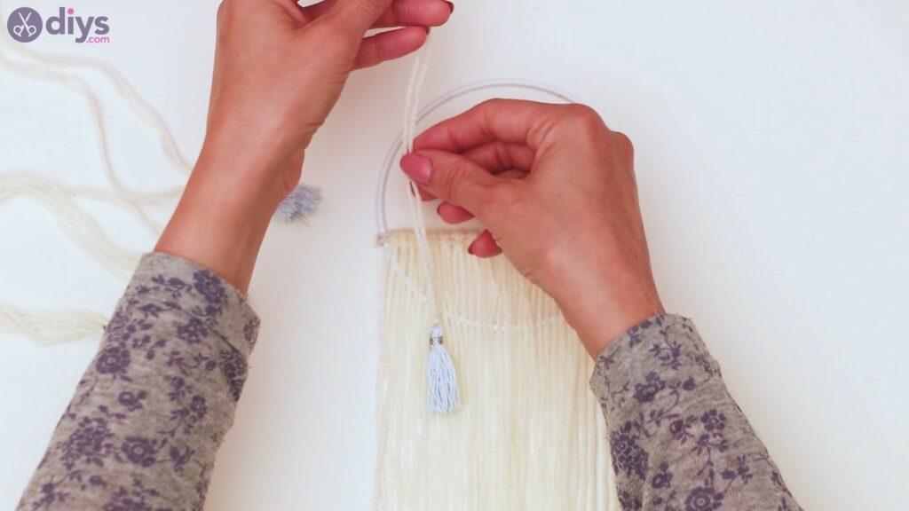 Hoop and yarn wall hanging steps (35)