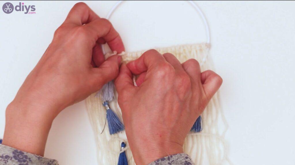 Hoop and yarn wall hanging steps (44)