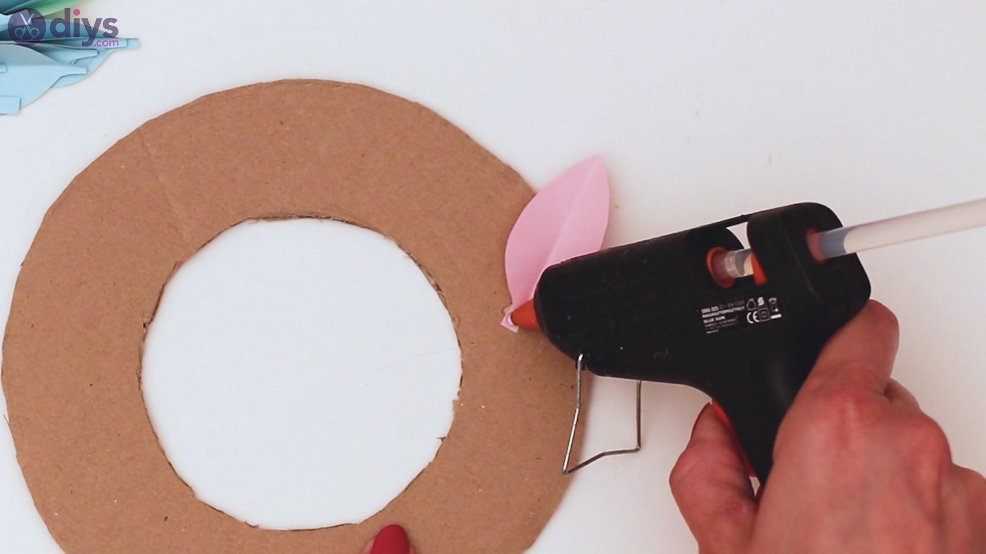 Paper flower wreath steps (22)