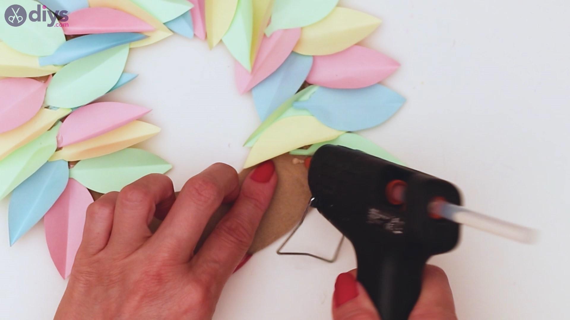 Paper flower wreath steps (27)