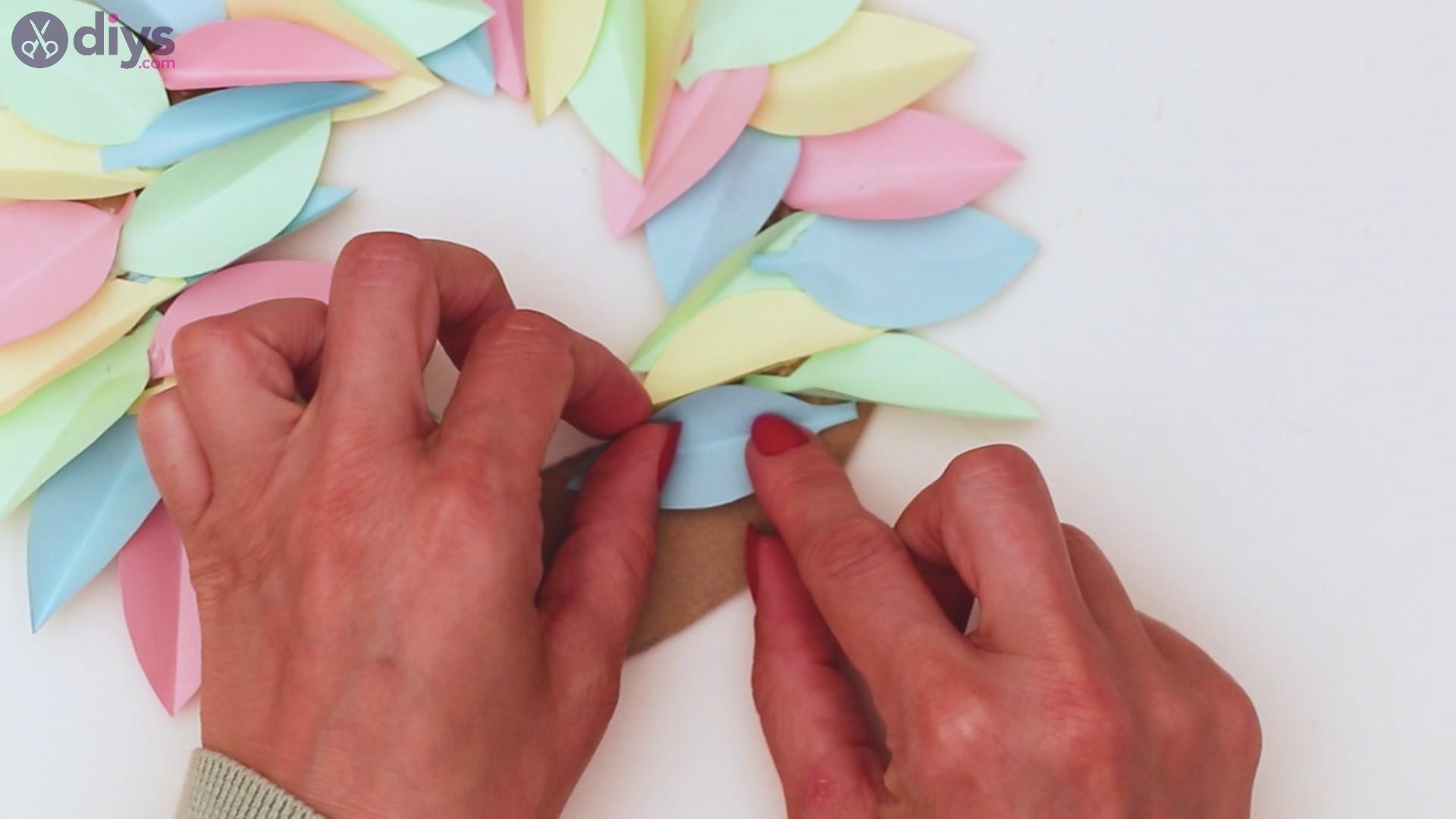 Paper flower wreath steps (28)