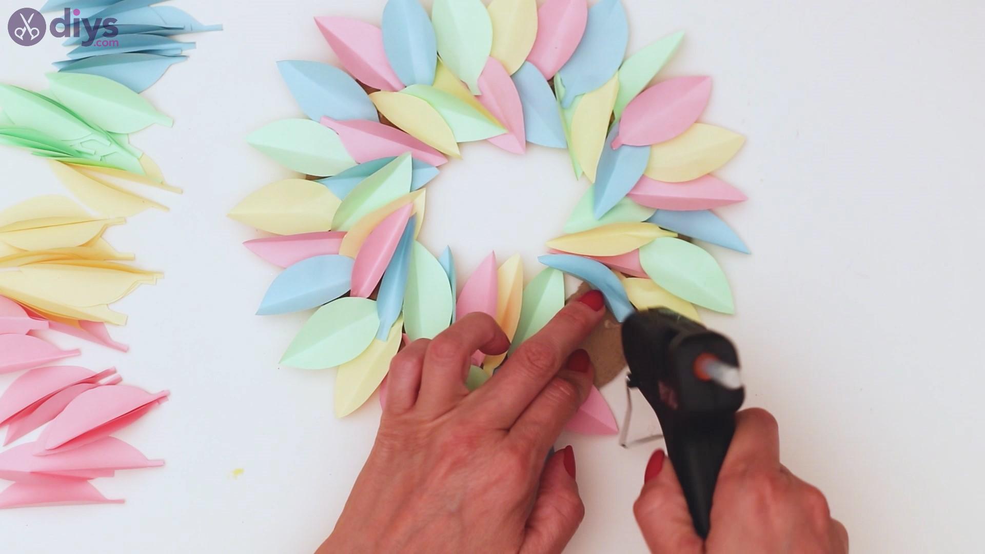Paper flower wreath steps (29)
