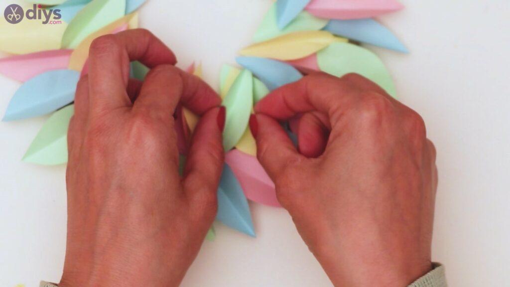 Paper flower wreath steps (31)