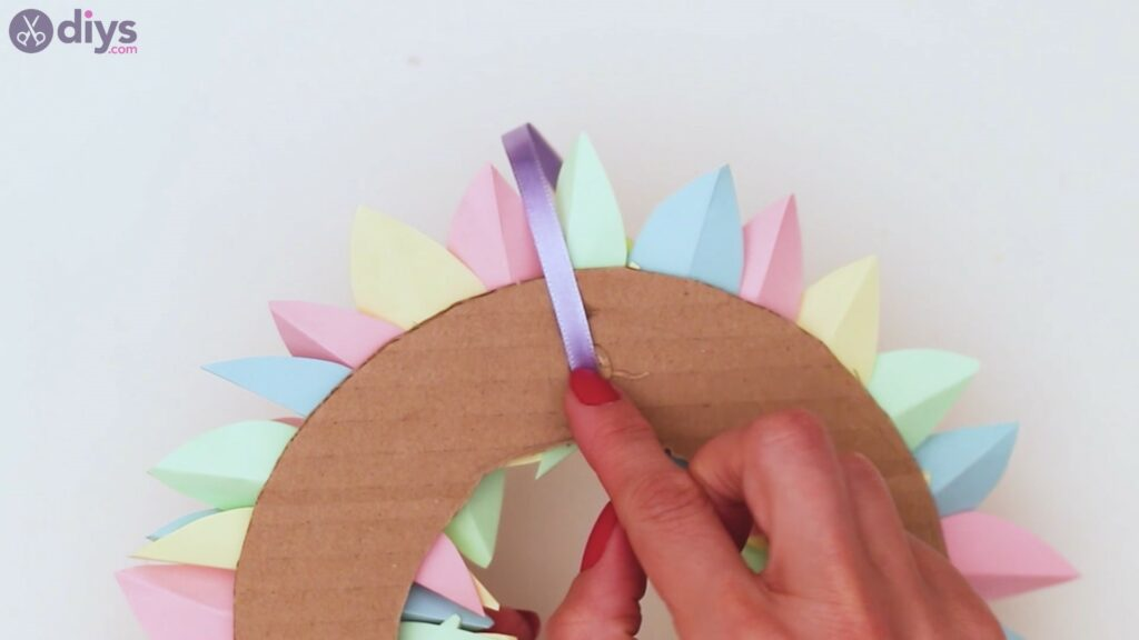 Paper flower wreath steps (33)