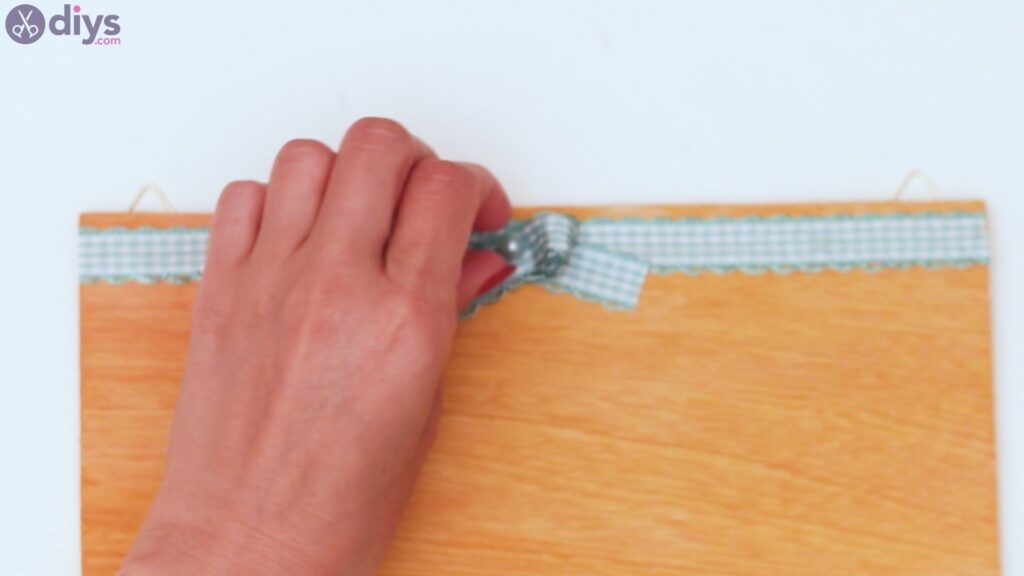 Rustic wooden memo board steps (34)