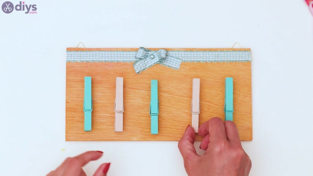 Rustic wooden memo board steps (36)