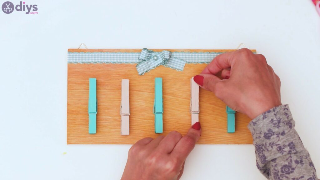 Rustic wooden memo board steps (42)