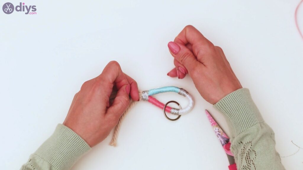 Textile keyring steps (33)