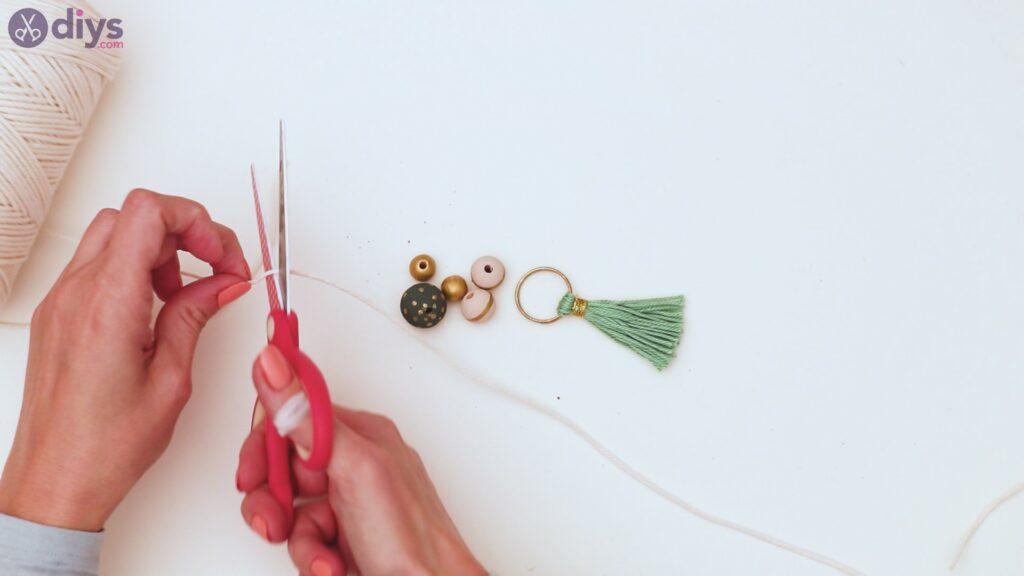 Wooden bead key chain steps (23)