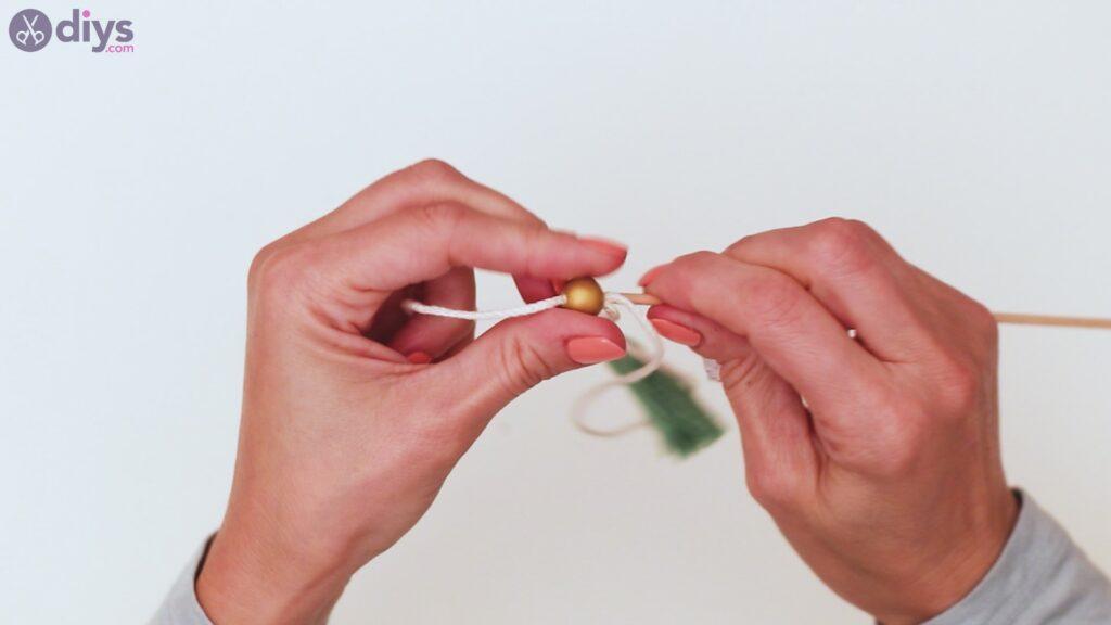 Wooden bead key chain steps (30)