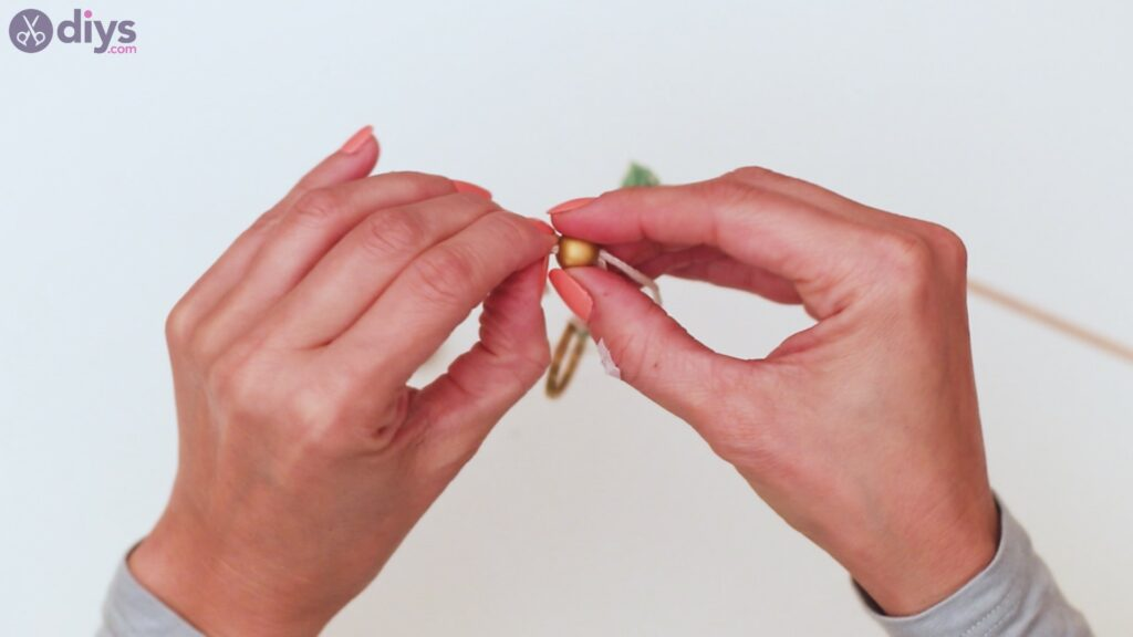Wooden bead key chain steps (31)