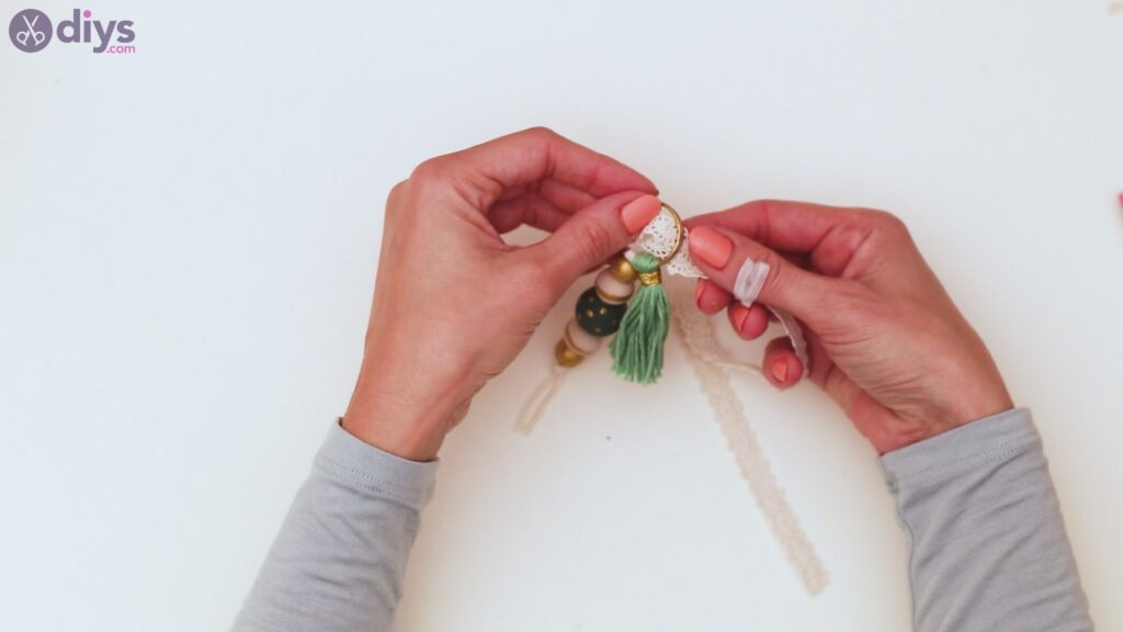 Wooden bead key chain steps (36)