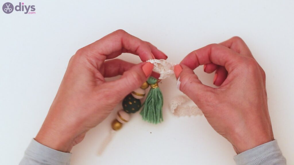 Wooden bead key chain steps (38)