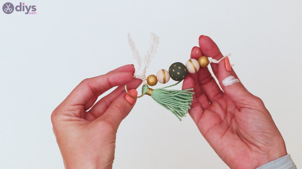 Wooden bead key chain steps (40)