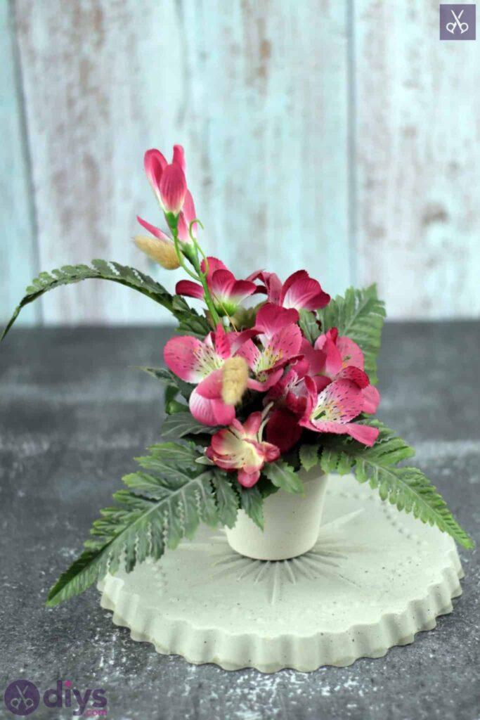 Concrete flower stand