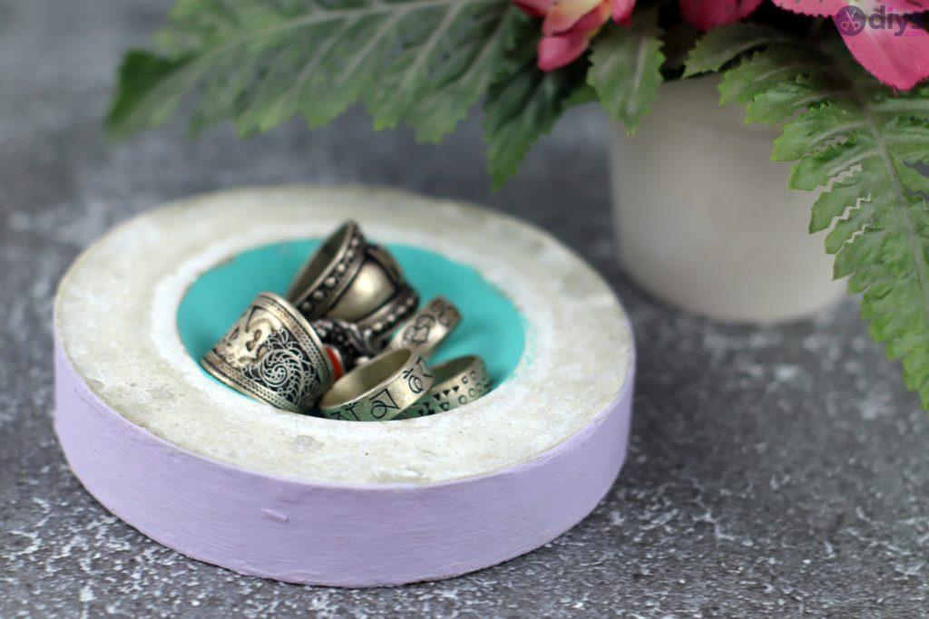 Concrete jewelry bowl