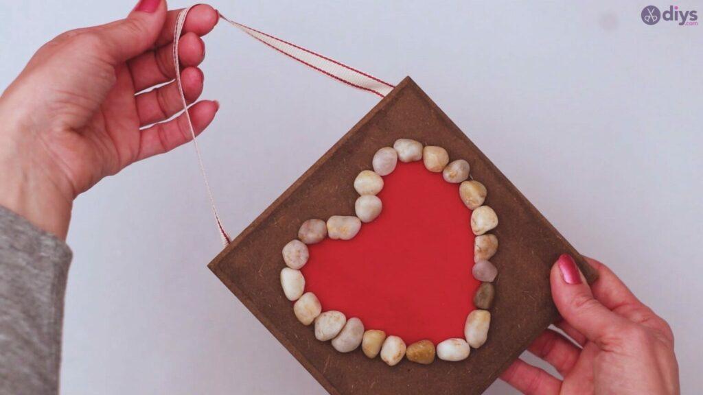 Pebbel heart decor