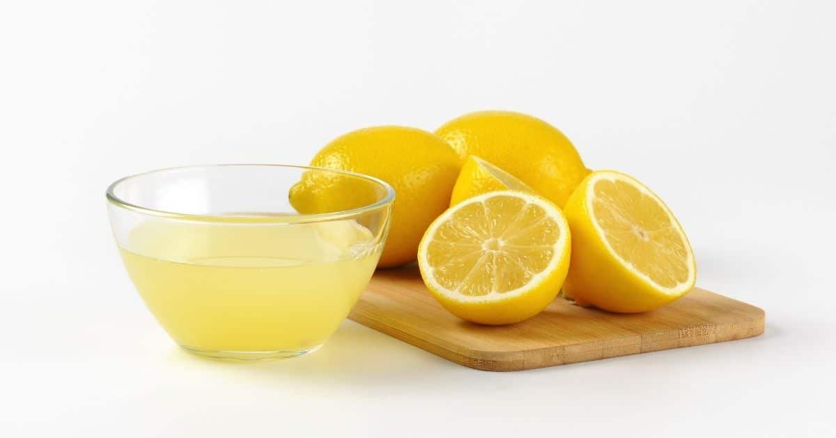 prepare apples for freezing with lemon juice