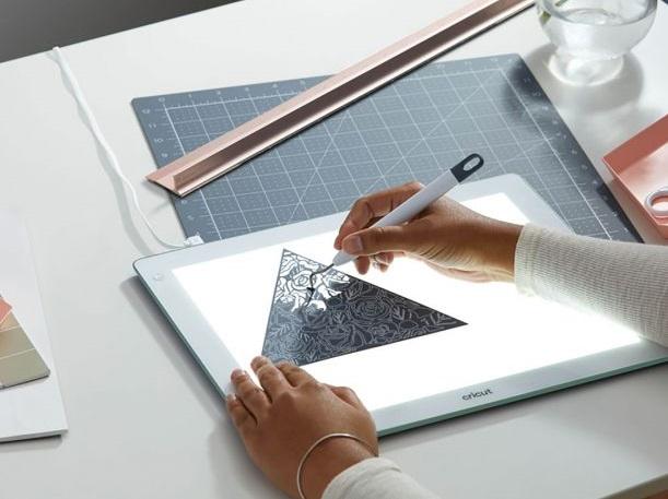 How to use cricut maker 3 brightpad